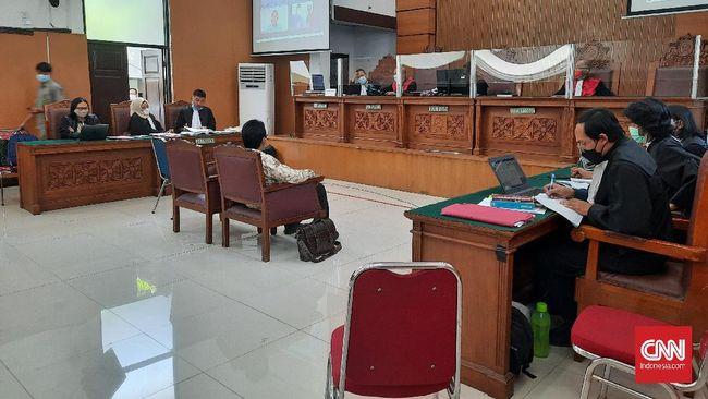 Tim kuasa hukum Jumhur Hidayat berencana melaporkan pendapat ahli ITE yang dinilai masuk ranah pidana dalam keterangannya di persidangan.