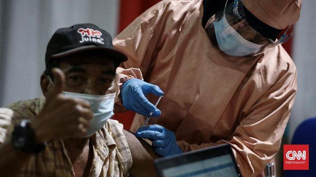 Ratusan lansia di Hang Jebat, Jakarta Selatan, mengikuti program vaksinasi Covid-19 meski sedang menjalankan ibadah puasa.