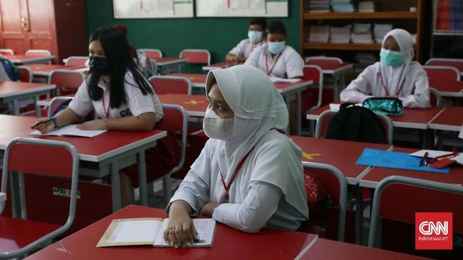 Sebanyak 110 sekolah di tingkat SD dan SMP di Kota Bekasi mulai menjalankan pembelajaran tatap muka dengan penerapan protokol kesehatan pencegahan Covid-19