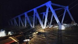 Jembatan Setengah Jadi di Sumsel Roboh Diterjang Banjir