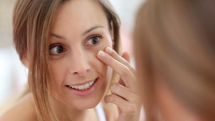 Super Affordable, 5 Eye Cream Lokal Ini Bantu Atasi Mata Panda