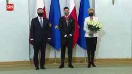 VIDEO: Lewandowski Diberi Penghargaan Presiden Polandia