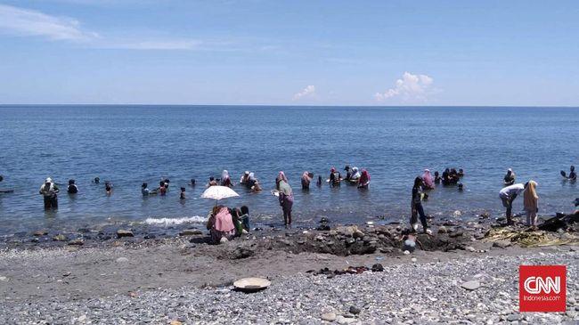 Ahli Geologi dari Dinas ESDM Maluku menyebut tambang emas yang ditemukan warga pesisir pantai Maluku Tengah itu memiliki kandungan potensi emas sedikit.