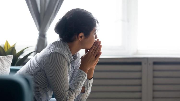 Ilustrasi istri menangis