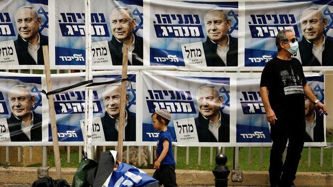 PM Israel Benjamin Netanyahu, yang tengah diproses dalam kasus korupsi, gagal membentuk koalisi pemerintah meski sukses dalam vaksinasi Covid-19.