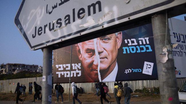 Presiden Israel Reuven Rivlin memilih politikus kalangan tengah Yair Lapid untuk membentuk pemerintahan baru.