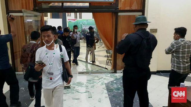 Pengelola gedung Islamic Center meminta HMI ganti rugi atas kerusakan fasilitas akibat ricuh kongres yang digelar Selasa (23/3) malam.