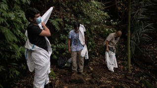 FOTO: Para Pemburu Virus Tangkap Kelelawar Cegah Covid-19