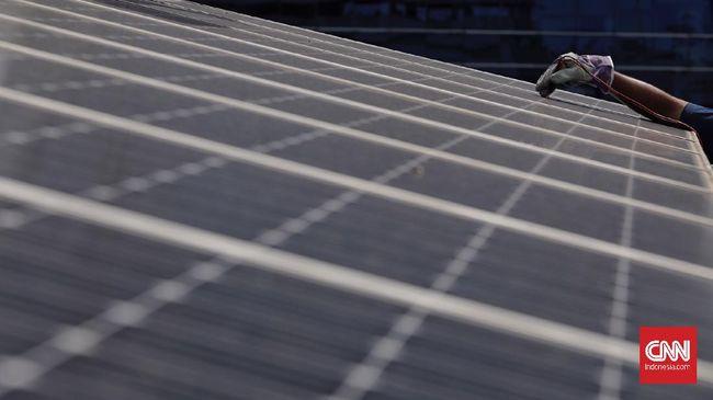 Pemerintah memberikan tiga insentif bagi masyarakat dan industri yang mau menggunakan PLTS atap. Berikut rincian insentifnya.