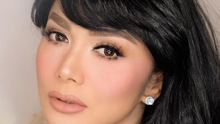 Berikut adalah potret pesona Krisdayanti yang berulang tahun ke-46.