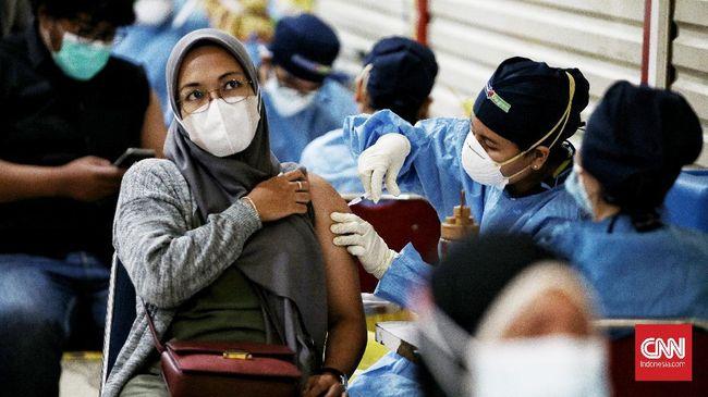 Kemenkes memastikan tidak akan mengurangi jumlah tenaga kesehatan maupun vaksinator meskipun rentang waktu vaksinasi dalam sehari dipangkas.