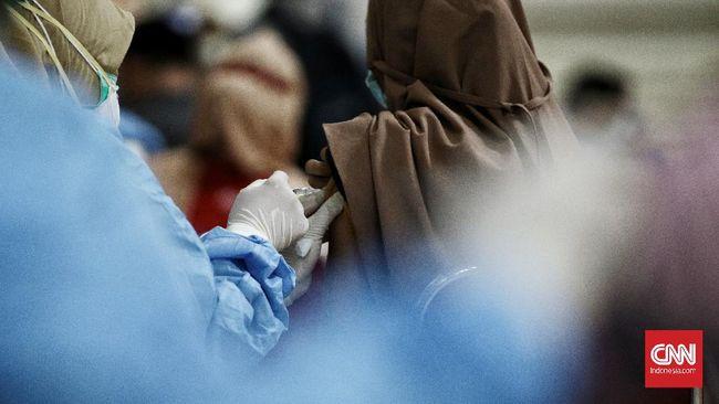 Per Senin (12/4), warga yang sudah mendapat dua dosis vaksin Corona mencapai 5.322.501 orang atau cuma 2,93 persen dari target.