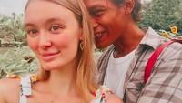 <p>Bunda, masih ingat dengan Polly Alexandria Robinson, bule Inggris yang menikah dengan pria asal Magelang, Nur Khamid? Kabarnya terkini, ia tengah hamil anak pertama lho. (Foto: Instagram @pollyoddsocks)</p>