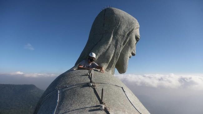 Patung 'Christ the Redeemer' (Kristus Sang Penebus) di Brasil sedang direnovasi menjelang ulang tahun ke-90 pada bulan Oktober mendatang.