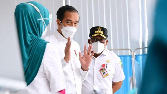 Presiden Joko Widodo (Jokowi) berharap vaksinasi covid-19 kepada pedagang di pusat perbelanjaan bisa memperlambat penyebaran covid-19.