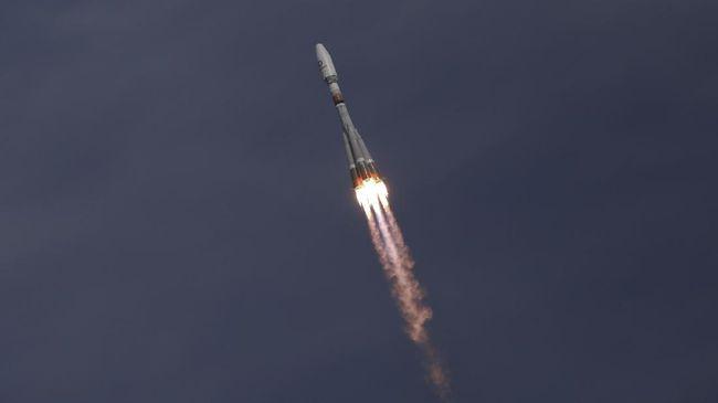 Pemerintah China menganggap enteng kerusakan di daratan akibat roket jatuh yang diperkirakan masuk ke bumi pada Minggu (9/5).