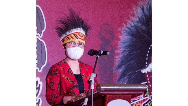 Disiplin, pekerja keras, humble, dan religius mengantarkan Venusiana, Putri Papua, kini menjadi nahkoda Direktorat Consumer Service PT Telkom Indonesia.