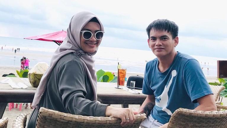 Ikke Nurjanah dan Karlie Fu belum lama ini honeymoon di Bali. Yuk intip, momen romantis mereka!