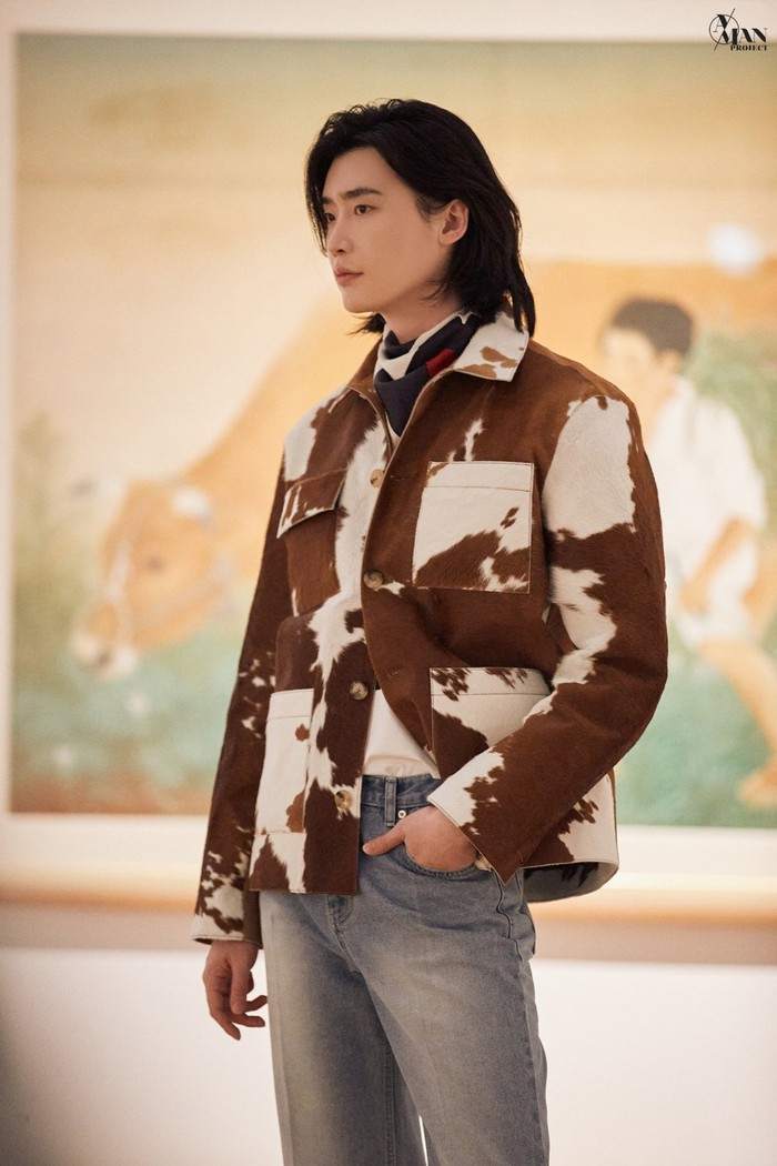Dilansir dari soompi.com, pada tanggal 25/03/21 agensinya membagikan foto Lee Jong Suk dalam acara tersebut. Lee Jong Suk menjadi model untuk Beyond Closet dan berhasil memikat semua orang dengan penampilannya (gambar : soompi.coom)