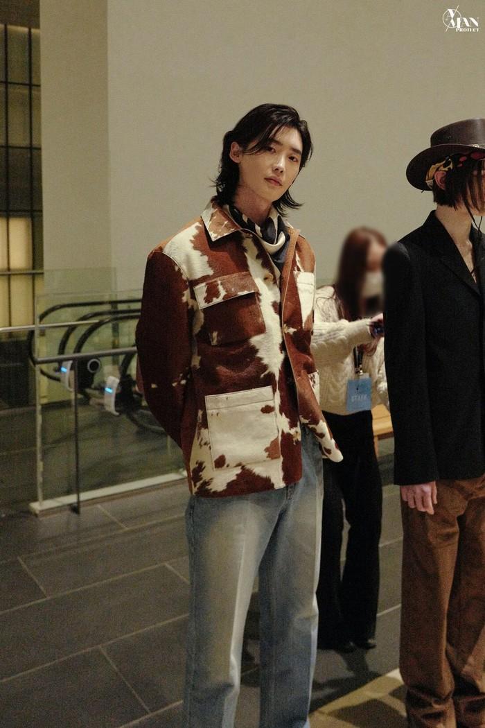 Aktor asal Korea Selatan ini setelah kembali dari wajib militernya, aktif sekali melakukan pemotretan bersama majalah-majalan ternama. (gambar : soompi.com)