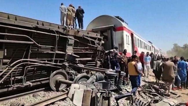 Sedikitnya 32 orang tewas dan 66 luka-luka akibat kecelakaan kereta di Mesir. Dua kereta bertabrakan di Provinsi Sohag