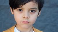 <p>Nathan juga sudah memperlihatkan bakatnya sebagai model sejak masih kecil. Lihat saja tatapannya yang tajam ketika melihat ke kamera. (Foto: Instagram @nathanrowland_)</p>