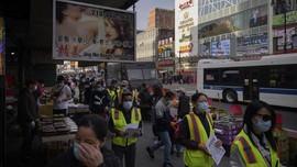 FOTO: Aksi Relawan Asia Hadapi Serangan Rasial di AS