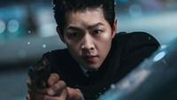 <p>Drama Korea yang disiarkan di tvN dan Netflix ini juga dipenuhi oleh adegan laga yang mencekam. Bersiaplah untuk melihat Soong Jong Ki baku hantam dengan para penjahat. (Foto: Instagram @tvndrama.official)</p>
