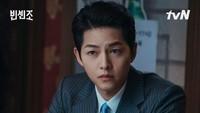 <p>Vincenzo merupakan pengacara sekaligus penasihat mafia Italia. Di film ini, Bunda dapat melihat aksi keren Song Joong Ki sebagai karakter anti-hero yang dingin dan tega melakukan segala cara untuk mencapai tujuan. (Foto: Instagram @tvndrama.official)</p>