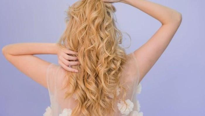 8 Tips Merawat Rambut Blonde Supaya Tetap Sehat Berkilau