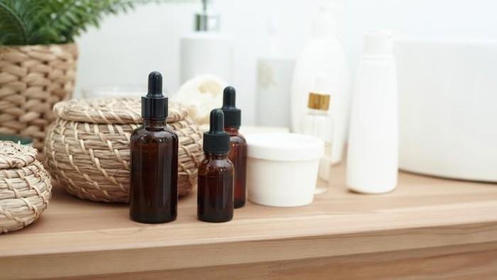 Risiko Menggabungkan Bahan Aktif Skincare dan Solusinya