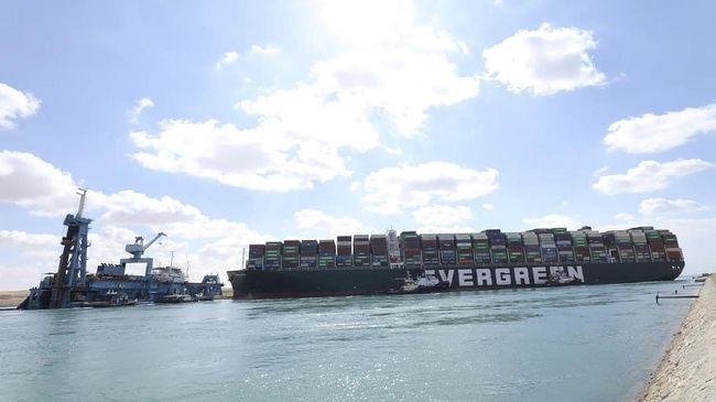 Sejumlah kapal kargo memutuskan memutar melewati Tanjung Harapan, Afrika Selatan, ketimbang terjebak macet di Terusan Suez, Mesir.