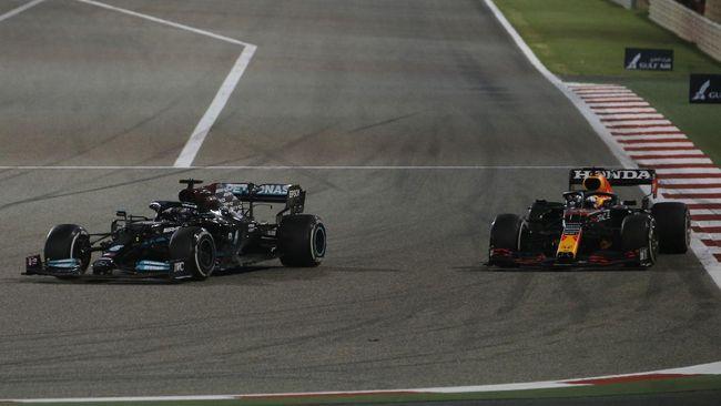 Lewis Hamilton menang F1 GP Bahrain setelah mengalahkan pembalap Red Bull Racing, Max Verstappen, pada balapan di Sirkuit Sakhir, Minggu (28/3).