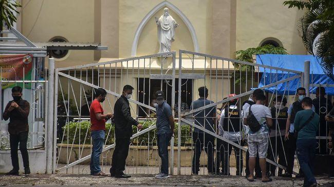 Mabes Polri mengatakan ada 14 orang yang terkena luka akibat ledakan bom bunuh diri di Gereja Katedral Makassar, Sulsel pada Minggu (28/3).