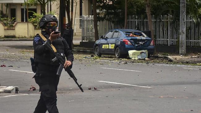 Bom meledak di Gereja Katedral Makassar, Minggu (28/3). Bom meledak usai umat melaksanakan misa Minggu Palma, awal dari perayaan Pekan Suci.