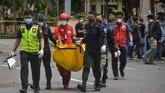 Tim dari Densus 88 Antiteror Polri bersama Polda Sulawesi Selatan dan Polrestabes Makassar menggelar olah TKP di lokasi ledakan bom Gereja Katedral Makassar.