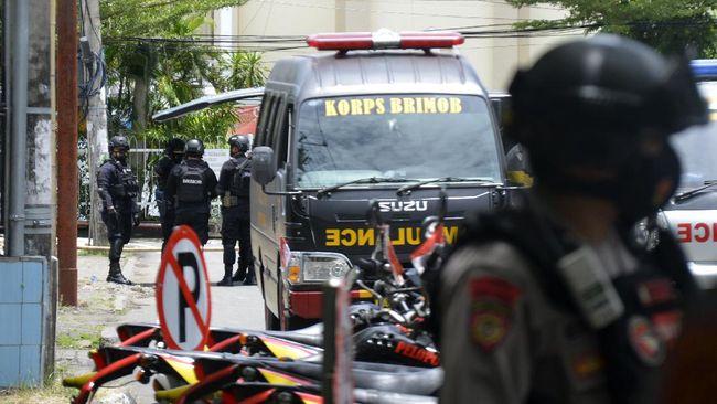 Menko Polhukam Mahfud MD menyebut aparat, meski berhadapan dengan teroris, tetap bekerja dengan aturan hukum untuk menghindari kesalahan dalam memburu teroris.