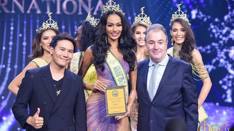 Berikut potret Aurra Kharishma berhasil meraih 3rd Runner Up Miss Grand International 2020.