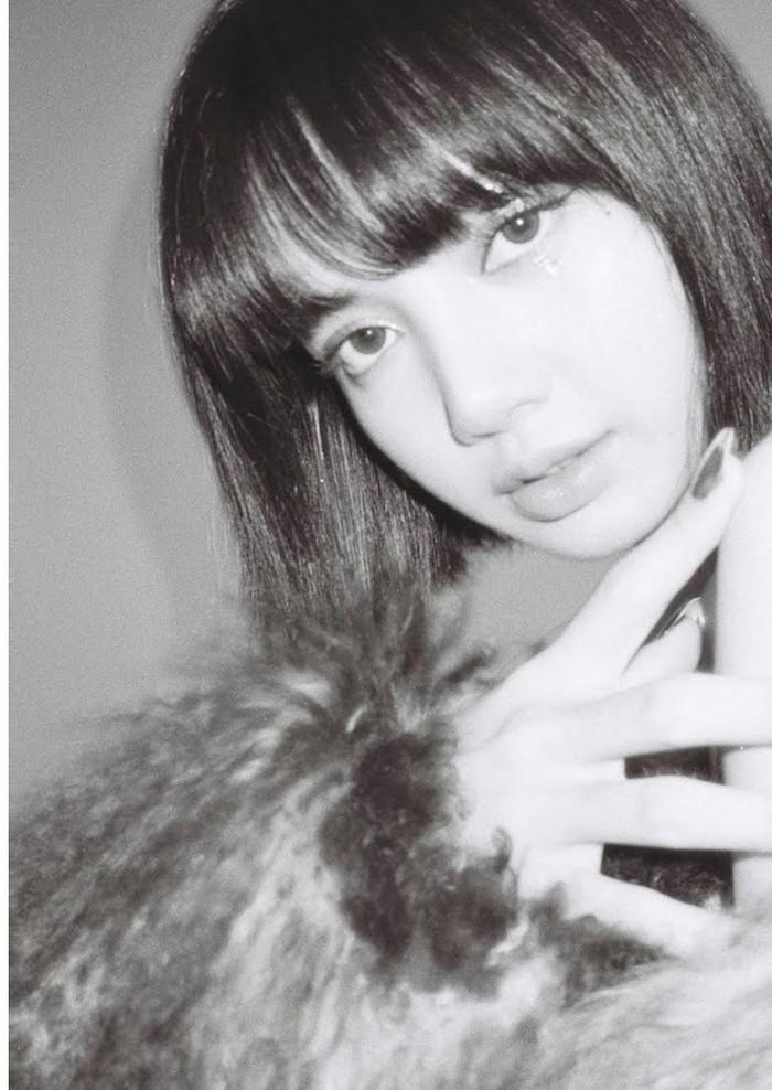 Pada 27/03/2021 di mana Lisa berulang tahun. Dirinya memposting foto beserta caption yang menghangatkan hati dengan mengucapakn rasa syukur bisa merayakan bersama Blink!(foto:koreboo.com)