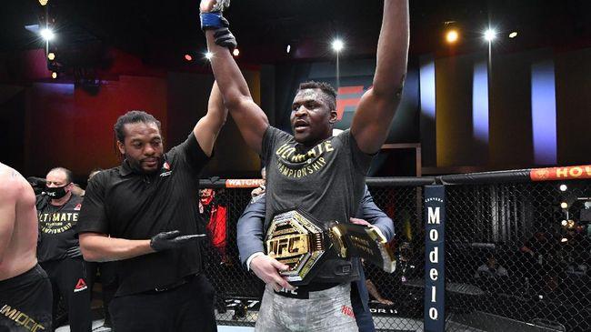 Juara dunia tinju kelas berat Tyson Fury terlibat perang kata-kata dengan juara dunia kelas berat UFC Francis Ngannou.