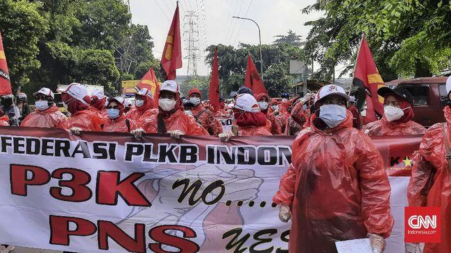 Tak puas dengan audiensi tanpa Kepala BKKBN, perwakilan demonstran penyuluh KB mendatangi kediaman pucuk pimpinan lembaga tersebut.