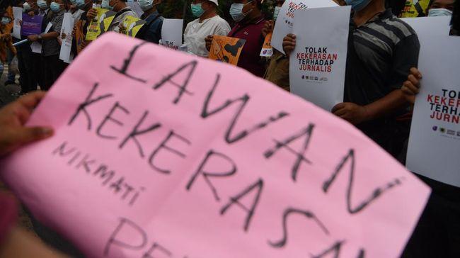 AJI Batam mengecam pengamanan berlebihan petugas pengawal Menhub yang dilakukan terhadap seorang wartawan di wilayah tersebut.