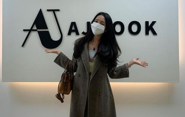 Menjabat sebagai Co-CEO dari brand fashion AJ Look, dan memiliki shopping mall fashion sendiri bernama MEJIWOO / foto: instagram.com/mejiwoo103