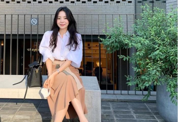 Beberapa waktu lalu mengejutkan netizen karena dirinya direkrut oleh agensi K-Pop, Cube Entertainment. Bukan sebagai artis, melaikan fashion director / foto: instagram.com/mejiwoo103