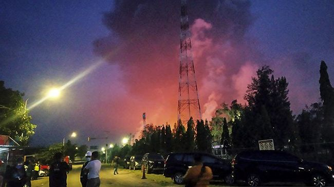 Seorang warga mengaku sempat terjadi kepanikan ketika api kebakaran di kilang Balongan kembali menyala Kamis sore (1/4).