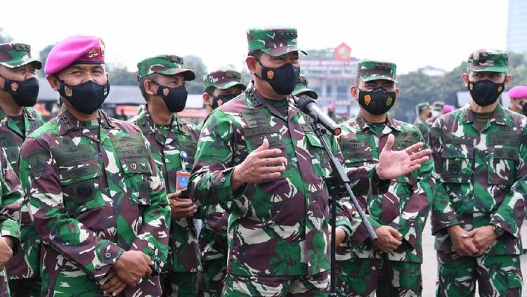 Kepala Staf Angkatan Laut (KSAL) Laksamana TNI Yudo Margono meninjau vaksinasi COVID-19 di 3.000 Prajurit dan PNS di lingkungan Korps Marinir (dok Dispen Kormar)