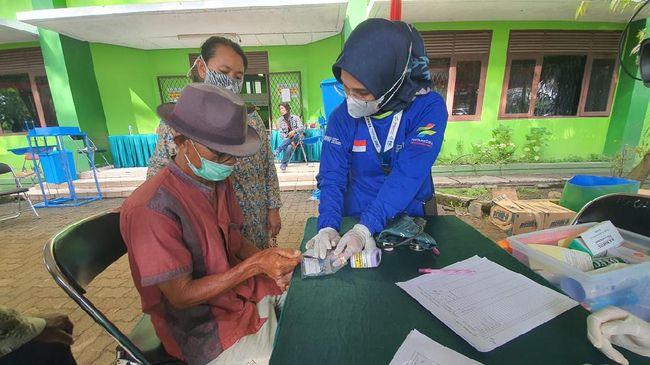 Dokter menduga warga tak sempat makan saat dilarikan ke pengungsian. Sehingga banyak dari pengungsi mengeluhkan sakit lambung.