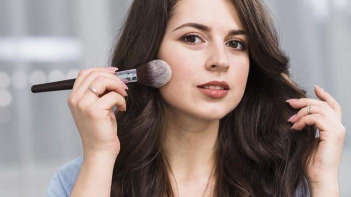 Say No More to Cakey Makeup! Ikuti Tips Makeup Paling Gampang Ini