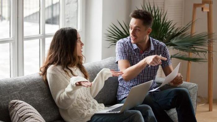 Duh, Ini Kebiasaan Suami yang Ternyata Bisa Merusak Hubungan Suami dan Istri