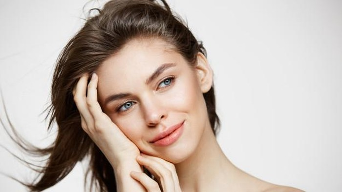 5 Tips Ampuh Menghilangkan Rambut Halus di Wajah, Coba Yuk!